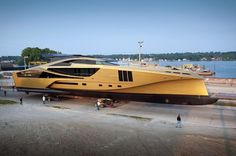 Gold makes everything better, right? That& what Palmer Johnson Yachts is counting on for their SuperSport that was spotted cruising in the Sturgeon Bay shipping channel earlier this week. Sure, the luxury yacht looks like it is a spaceship Yacht Design, Boat Design, Yacht Luxury, Luxury Life, Super Yachts, Speed Boats, Power Boats, Palmer Johnson Yachts, Yachting Club