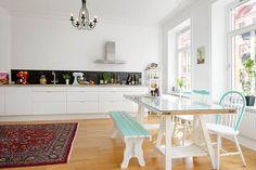 Mesa de picnic en la cocina