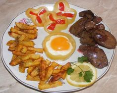 A házi Ferrero villámgyorsan elkészíthető, nézd meg te is, hogyan! Fried Chicken Livers, Broken Egg, Hungarian Recipes, Foie Gras, Steak, Turkey, Potatoes, Beef, Dishes