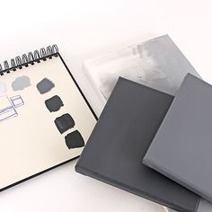 Collection of monochrome canvases / Agencement de toiles monochromes | DeSerres