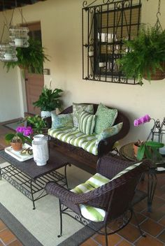 FOCAL POINT STYLING: MIXING OLD & NEW FOR A PATIO REDESIGN UNDER $500 #HomeGoods #HappyByDesign