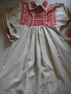A fabulous embroidered smock, in traditional Somerset (West Country) style. made circa 1930 ; I bought this 25 years ago to wear myself, and