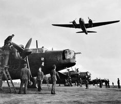 Its 17 June 1943 and here are the ground crews of No 300 Polish Bomber squadron working hard on readying their Vickers Wellington Mark Xs at Hemswell Lincolnshire as another plane from the squadron makes a low pass. Ww2 Aircraft, Military Aircraft, Aircraft Photos, Wellington Bomber, Lancaster Bomber, Old Planes, War Thunder, Vintage Airplanes, Royal Air Force