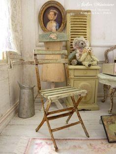 Chaise miniature, Bois et papier, Imitation métal rouillé, Jardin romantique, Jardin d'hiver, Véranda, Maison de poupée, Échelle 1/12 by AtelierMiniature on Etsy