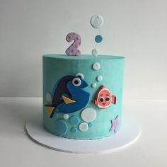finding nemo and dory cake by @xannybakes
