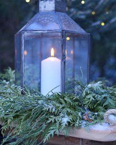 G o d  m o r g o n 🌬 -17C ❄  Good morning 🌬 it's freezing .... #lykta #lyktan #lyhty #lantern #tinek #tinekhome #candellight #inredningsdetaljer #inredning #inredningsinspiration #mynorwegianhome #lantligtvitt #frostvitaflingor #whiteinterior #whitehome #interior_magasinet #interiørmagasinet #winter #puukelkka #kelkka #interior4you #lantliv #naantali #toboggan #winterwonderland #havifi