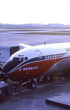 Braniff 707-227 at Miami 1964 Photo by David Schulman - Beautiful livery!