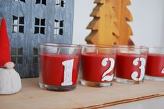 Ikea hacks advent candles!! just need ordinary raspberry candles from Ikea and  chalk pen.  Velas de adviento hechas en casa a partir de simples velas de Ikea y un rotulador de tiza