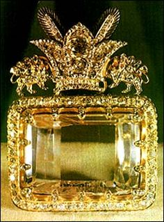 Royal jewels of Iran (Persia) Diamond of Darya-e Noor (Sea of Light) One of the few largest diamonds in the world; it weighs 186 cts.