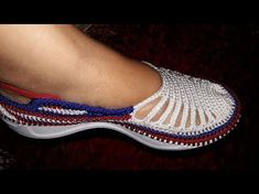 How to Knit Adult Size Crochet Slippers Diy Crochet Shoes, Crochet Sandals, Crochet Boots, Crochet Baby, Tunisian Crochet, Irish Crochet, Crochet Stitches, Spring Boots, Summer Slippers