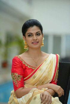 Malayalam Actress Anusree in kerala set saree Photoshoot stills New Blouse Designs, Half Saree Designs, Saree Blouse Designs, Kerala Engagement Dress, Engagement Saree, Hollywood Girls, Hollywood Heroines, Set Saree, Saree Dress