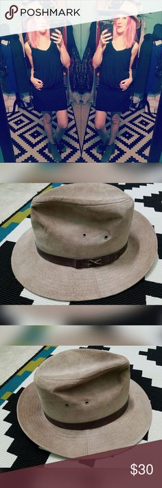 Super, rad, EDDIE BAUER, suede hat!! Looks great dressed up or down. Brand is Eddie Bauer. Size is M. Genuine leather suede. Could use a good cleaning. Eddie Bauer Accessories Hats
