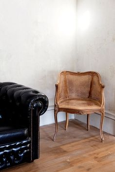 × Oh, that chair, against the wall & leather sofa *sigh* (via frankly esoteric)