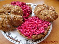 Recept přidávám se souhlasem majitelky MARTINY http://martininakuchyne.blogspot.cz/2012/07/pomazanka-s-cervenou-repou.html