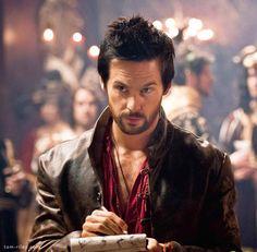 Tom Riley as Leonardo da Vinci in Da Vinci's Demons