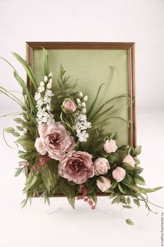With Magnolias and a quote Picture Frame Wreath, Old Picture Frames, Deco Floral, Floral Design, Silk Flowers, Paper Flowers, Frame Crafts, Flower Frame, Summer Wreath