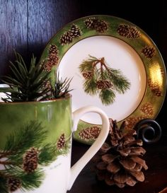 Pinecone Dishes – perfect for your Cabin or Retreat in the Mountains Pinecone Dishes – perfect voor uw hut of retraite in de bergen Christmas China, Christmas Dishes, Christmas Tablescapes, Noel Christmas, Christmas Decorations, Pine Cone Decorations, Woodlands Cottage, Christmas Dinnerware, Apple Barrel