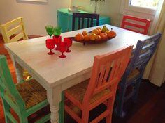 +VINTOUCH+ MUEBLES ,RECICLADOS ,PINTADOS A MANO : MESA BLANCA ESTILO CAMPO DECAPADA 6 SILLAS DE COLORES Mexican Home Decor, Funky Home Decor, Painted Dining Chairs, Dining Table, Dining Set, Funky Furniture, Painted Furniture, Furniture Ideas, House Of Turquoise