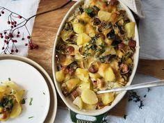 Potato casserole with vegetarian sausages Recipe with video Sausage And Potato Bake, Potato Casserole, Casserole Dishes, Casserole Recipes, Casserole Kitchen, Peeling Potatoes, Sliced Potatoes, Sausage Recipes, Potato Recipes