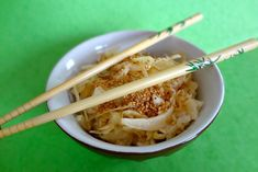 Recette de Salade de chou à la japonaise : la recette facile Vegetarian Recipes, Healthy Recipes, Salty Foods, Asian Recipes, Ethnic Recipes, Exotic Food, Meal Planner, Japanese Food, Food Inspiration