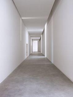 Modern Home Corridor Design That Inspire You Adorable Modern Home Corri. Modern Home Corridor Design That Inspire You Adorable Modern Home Corridor Design That Ins Corridor Lighting, Interior Lighting, Lighting Design, Hall Lighting, Unique Lighting, Lighting Ideas, Minimal Architecture, Interior Architecture, Interior And Exterior
