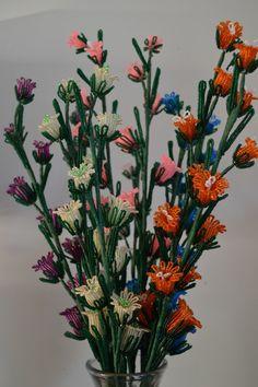 NEW * handgefertigt Französisch Perlen Blumen Canterbury Bells Orange, blau & Neon Rosealine