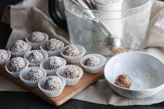 No-bake-energy-bites-made-with-dates