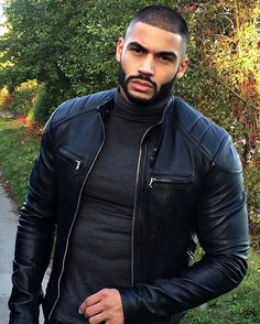 Men's Leather Jackets: How To Choose The One For You. A leather coat is a must for each guy's closet and is likewise an excellent method to express his individual design. Leather jackets never head out of styl Hot Black Guys, Fine Black Men, Gorgeous Black Men, Handsome Black Men, Fine Men, Beautiful Men, Look Man, Hommes Sexy, Mode Masculine