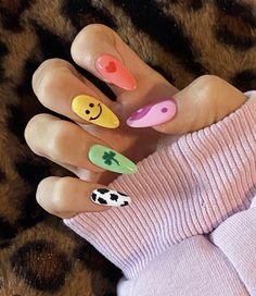 Diseños de uñas aesthetic que se te verán chulísimas Cute Gel Nails, Funky Nails, Funky Nail Art, Funky Nail Designs, Latest Nail Designs, Pretty Nails, Nail Art Designs, Design Art, Acrylic Nails Coffin Short