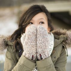 Keep your hands warm and toasty this winter with these cozy crocheted mittens using beautiful Homespun Yarn! Free pattern & step-by-step tutorial available! Crochet Mitts, Crochet Mittens Free Pattern, Diy Crochet And Knitting, Crochet Gloves, Crochet Slippers, Easy Crochet Patterns, Hand Crochet, Free Crochet, Crocheting Patterns