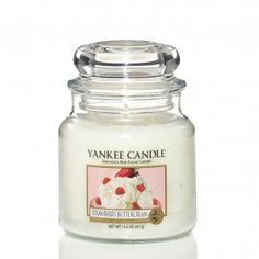 Yankee Candle Medium Jar - Strawberry Buttercream