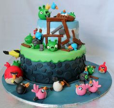 Angry Birds Birthday Cake - This cake was made for an Angry Birds themed birthday party for four of my son's classmates. There were also 30 matching cupcakes. The top tier is vanilla sponge cake and the bottom tier is chocolate. Angry Birds Birthday Cake, Angry Birds Cupcakes, Bird Birthday Parties, Birthday Cakes, Birthday Wishes, Happy Birthday, Bird Cakes, Cupcake Cakes, Cupcake Ideas