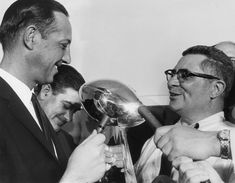 Photo - unclemikesmusings.blogspot.com Super Bowl I, Lombardi Trophy, Vince Lombardi, Championship Game, Professional Football, Green Bay Packers, Couple Photos, Couple Shots, Green Packers