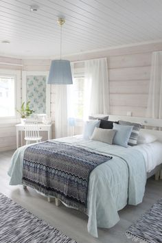 Formulas and Shortcuts for The Sugar Palm House - homesdeccor Guest Bedroom Decor, Cabin Interiors, Cottage Homes, Log Homes, My Dream Home, Home Interior Design, Interior Inspiration, Sweet Home, House Design