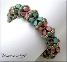 Wonderful color combo! Pinchy Bracelet beaded by Alex Unicornio. Thank you for sharing!