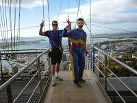 Radio-bsb: Nuevo Video & Fotos: Kevin & Howie saltando en NZ