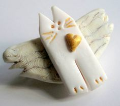 White Kitty Cat Scarf/Hat/or Sweater Pin with Gold Heart | Metal_Artistry - Jewelry on ArtFire