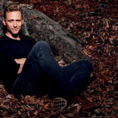 """@Hiddlestonspecs: """"#happyoctober Love autumn/fall with the foliage & falling leaves"""" https://twitter.com/Hiddlestonspecs/status/782221866157027328"""