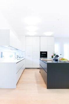 Wohnhaus in Siedlungslage, Österreich: moderne Küche von STUDIO 54 Ziviltechniker GmbH