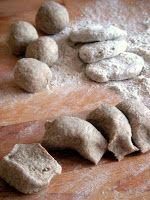 Herkkusuun lautasella-Ruokablogi: Perinteiset karjalanpiirakat munavoilla