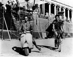 Funny Photos of Charlton Heston and Stephen Boyd Riding a Vespa During the Filming of 'Ben Hur' Classic Movie Stars, Classic Films, Classic Hollywood, In Hollywood, Ben Hur Charlton Heston, Ben Hur 1959, Stephen Boyd, Einstein, Best Supporting Actor