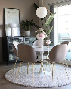 Get inspired by these dining room decor ideas! From dining room furniture ideas, dining room lighting inspirations and the best dining room decor inspirations, you'll find everything here! Minimalist Dining Room, Minimalist Furniture, Dining Room Inspiration, Inspiration Design, Design Ideas, Interior Inspiration, Modern Room, Modern Decor, Decor Rustic