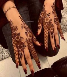 Explore latest Mehndi Designs images in 2019 on Happy Shappy. Mehendi design is also known as the heena design or henna patterns worldwide. We are here with the best mehndi designs images from worldwide. Henna Hand Designs, Dulhan Mehndi Designs, Pretty Henna Designs, Mehndi Designs Finger, Floral Henna Designs, Stylish Mehndi Designs, Bridal Henna Designs, Mehndi Design Pictures, Mehndi Designs For Fingers