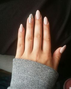 Short almond, Short acrylic nails, cute color