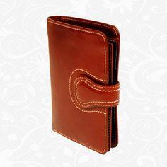 Praktická kožená peňaženka UNISEX vyrobená z prírodnej kože. Kvalitné spracovanie a talianska koža. Ideálna veľkosť do vrecka a značková kvalita pre náročných. Overená kvalita pravej kože. Peňaženka sa vyznačuje vysokou kvalitou použitých materiálov a ich precíznym spracovaním.  http://www.kozeny.sk/produkt/kozena-penazenka-c-8463