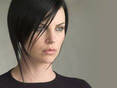 Charlize Theron Nude Pictures, Videos, Biography, Links and More. Charlize Theron has an average Hotness Rating of (calculated using top 20 Charlize Theron naked pictures) Kelly Osbourne, Short Hair Cuts, Short Hair Styles, Pixie Cut Kurz, Aeon Flux, Atomic Blonde, Celebrity Hairstyles, Celebrity Pictures, Dark Hair