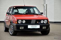 Dankzij een tip van Martijn vonden wij deze Fiat Ritmo Abarth 130 TC uit 1984 te koop in Denemarken. De auto met een tellerstand van 110.000km zou zich...