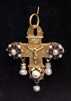 Hungarian, century, Jewelry-gold and pearl crucifix - Hungarian National Museum Antique Gold, Antique Jewelry, Vintage Jewelry, Gold Jewelry, Renaissance Jewelry, Ancient Jewelry, Religious Jewelry, Religious Art, Jewelry Accessories