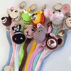 Los Chupeteros  para bebe de amigurumi son  personalizables.     Están hechos a mano con    hilo de excelente calidad 100% algodón,  rell... Crochet Bookmark Pattern, Crochet Bookmarks, Crochet Books, Crochet Gifts, Crochet Patterns, Crochet Baby Booties, Crochet Poncho, Loom Knitting, Baby Knitting