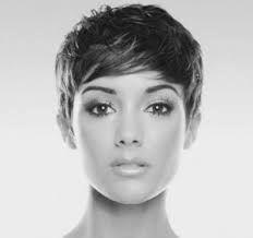 Risultati immagini per tagli corti capelli 2015 viso tondo